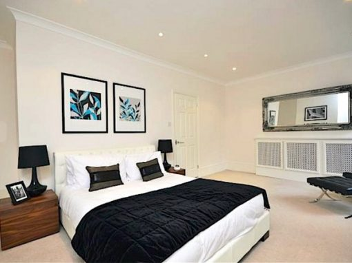 LARGE BRIGHT BEDROOM…